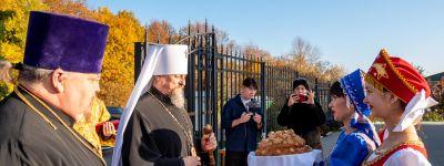 Митрополит Белгородский совершил Божественную литургию в Свято-Троицком храме посёлка Комсомольский