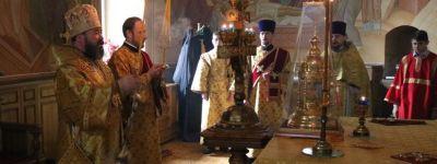 Епископ Губкинский совершил литургию в храме в Ракитном