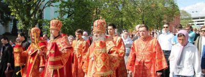 Белгородский губернатор принял участие в пасхальном крестном ходе