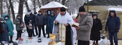 Более 500 человек приняли участие в крещенских купаниях на Центральном пляже в Валуйках