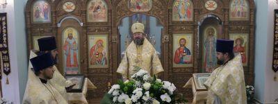 Епископ Губкинский совершил литургию в храме села Гора-Подол в праздник  Собора Архистратига Михаила и прочих Небесных Сил бесплотных