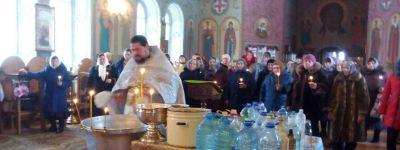 Помнить, какое значение имеет крещенская вода, призвали православных на Крещение в Красненском благочинии