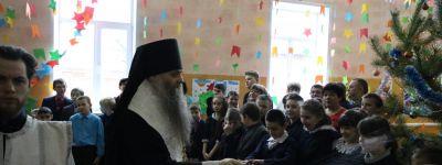 Епископ Валуйский поздравил с праздниками учеников школы-интерната для детей с ограниченными возможностями здоровья