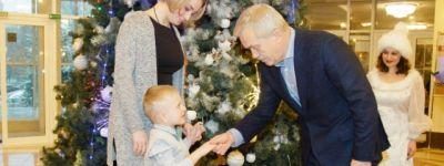 Белгородский губернатор сделал подарок подопечному Марфо-Мариннского сестричества милосердия