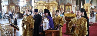 Епископ Губкинский совершил Божественную литургию в Спасо-Преображенском кафедральном соборе