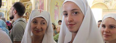 Белгородские сёстры милосердия собрались в Преображенском кафедральном соборе, чтобы встретить Яблочный Спас