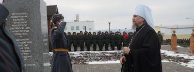 Митрополит Белгородский и Старооскольский побывал в воинской части в Валуйках, где освятил знамя дивизии