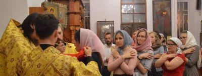 Участники православного молодёжного форума помолились вместе с епископом Губкинским