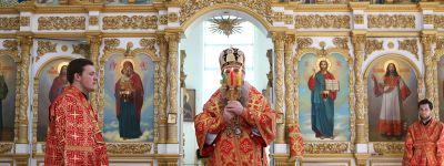 Евангельское повествование о явлении Воскресшего Спасителя ученикам и об уверении апостола Фомы прочитали в Свято-Никольском соборе в Валуйках