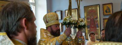 Губкинский епископ совершил Божественную литургию вместе с однокурсниками по Белгородской семинарии