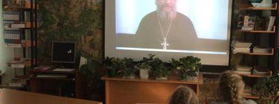 Беседу о православных святынях с участием настоятеля храма Сергия Радонежского организовали в одной из библиотек Старого Оскола
