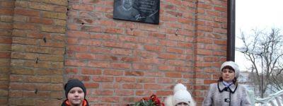 Мемориальную доску основателю Валуйской детской художественной школы освятили в Валуйском благочинии