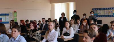 Классный час «Поговорим о папе» с участием клирика Свято-Никольского храма состоялся в школе №1 в Ракитном