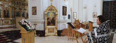 В Свято-Николаевском кафедральном соборе в Валуйках совершены молебны, «певаемые во время губительнаго поветрия и смертоносныя заразы»