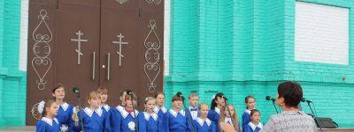 Благотворительная акция «Белый цветок» открылась в Свято-Троцком соборе в Ровеньках