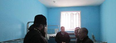 Яковлевский благочинный в сочельник сделал подарки в изоляторе временного содержания в Строителе