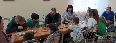 Настоятель храма Иоанна Богослова навестил воспитанников детского реабилитационного центра в Козинке