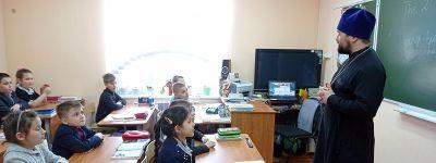Открытые уроки в честь праздника Благовещения Пресвятой Богородицы провёл в школе в Щербаково настоятель храма Вознесения Господня