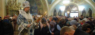 В праздник Казанской иконы Божией Матери митрополит Белгородский возглавил Божественную литургию в Свято-Троицком храме Старого Оскола