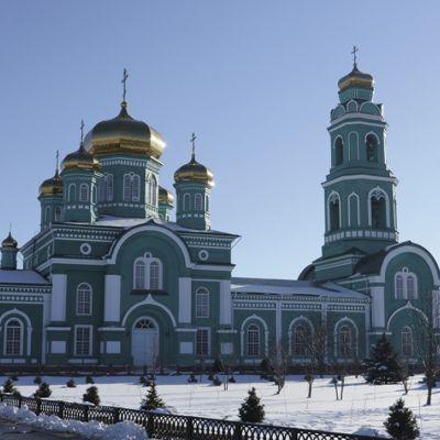 Свято-Троицкий собор в посёлке Ровеньки