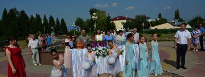 Настоятель храма Димитрия Донского подарил прохоровским семьям иконы, которые будут охранять домашний очаг