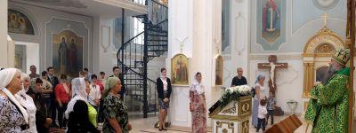Валуйский епископ совершил литургию в храме в центре менеджмента «Бирюч» компании ЭФКО