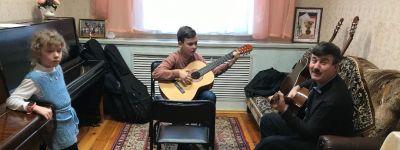 Уроки сольфеджио, гитары и шахмат состоялись на прошедшей неделе в Воскресной школе Смоленского собора