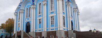 Педагоги второй старооскольской школы посетили святыни Задонска