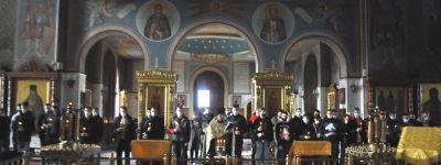 Молебен на начало всякого благого дела совершили для юношей, уходящих на службу в армию и флот, в кафедральном соборе Губкинской епархии
