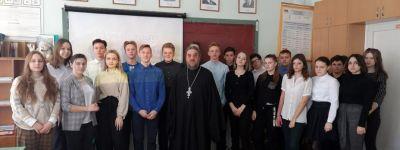Настоятель храма святителя Димитрия Ростовского города Алексеевка рассказал школьникам об отношении христианина к войне
