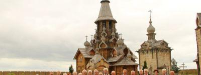 Почетные граждане Белгородской области посетили храмы Валуйского благочиния