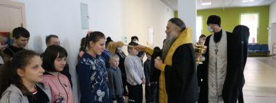 Школу для слабовидящих детей и школу-интернат в Валуйках навестил епископ Валуйский