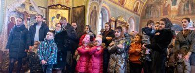 Митрополит Белгородский воскресную службу провёл в Крестовоздвиженском храме Белгорода