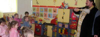 В детском саду «Капелька» в Красном встретили Крещение