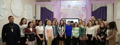 Настоятель храма Василия Великого побеседовал с алексеевскими студентами о семейных отношениях