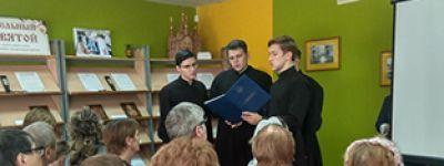 Студенты Белгородской семинарии приняли участие в открытии передвижной выставки рельефных икон «Трогательный лик святой»
