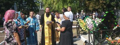 Панихиду по погибшим воинам совершили на новом мемориальном комплексе в Ливенке
