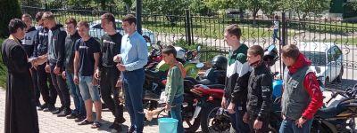 Батюшка в Казинке освятил открытие нового сезона в местном мотоклубе