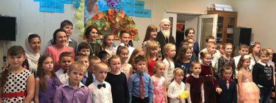 В воскресной школе «Рождественская» в Старом Осколе дали праздничный концерт для мам