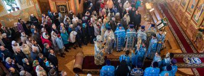Белгородский митрополит совершил Божественную литургию в престольный праздник в храме иконы Божией Матери «Всех скорбящих Радость» в Шебекино