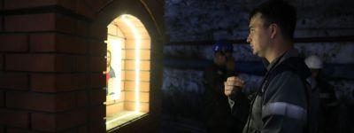 На глубине 319 метров в шахте в Губкине освятили киот с иконой Христа