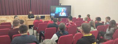 Настоятель Свято-Духовского храма в  Камызино рассказал школьникам о беде вредных привычек
