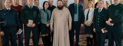 Настоятель храма Сретения Господня встретился с сотрудниками  Старооскольского таможенного поста