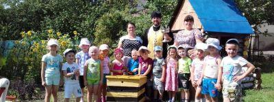 Детский сад «Теремок» в Кочетовке вместе с батюшкой встретил Медовый Спас