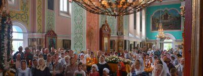 Епископ Валуйский совершил литургию в храме Александра Невского в городе Алексеевка