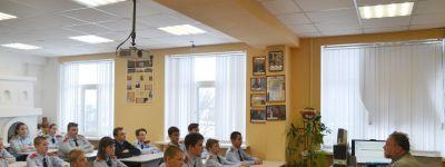 Батюшка побеседовал с валуйскими школьниками- кадетами о январских православных праздниках