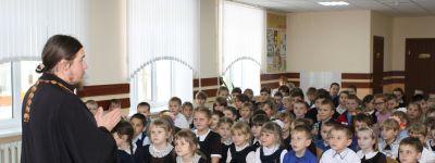 Урок, посвящённый Богородице, провёл в Иловской школе имени Героя России В.В. Бурцева настоятель местного храма