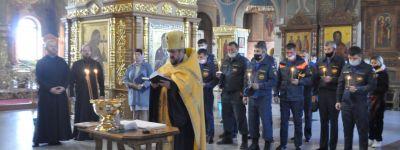 Молебен для спасателей совершили в Спасо-Преображенском кафедральном соборе в Губкине