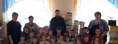 Воспитанники детского сада в Быценкове впервые встретились с батюшкой