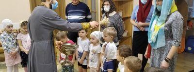 О том, как важна святая крещенская вода, узнали воспитанники православного детского сада «Рождественский» в Белгороде